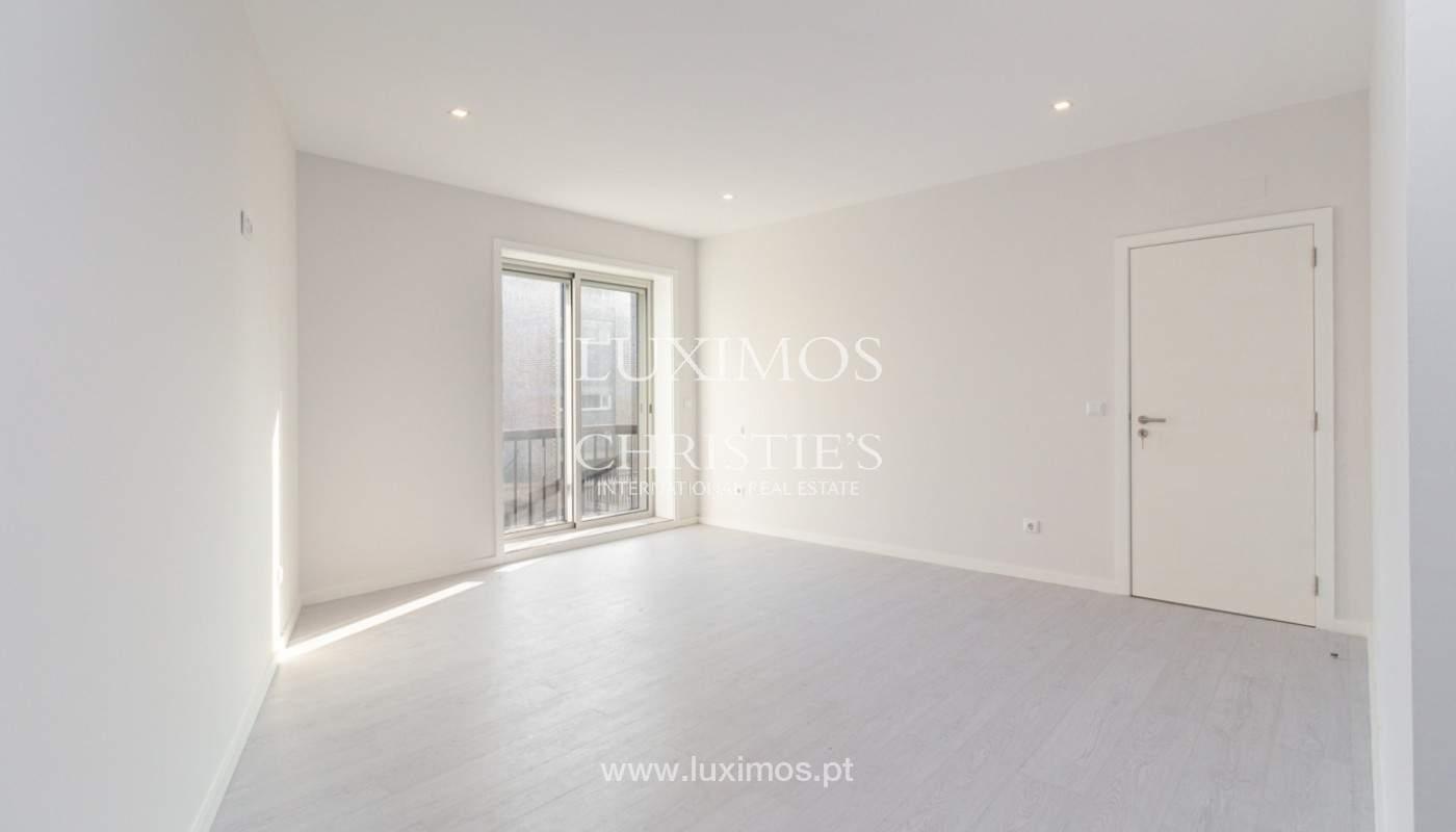 Apartamento remodelado com terraço, para venda, na Boavista_160202
