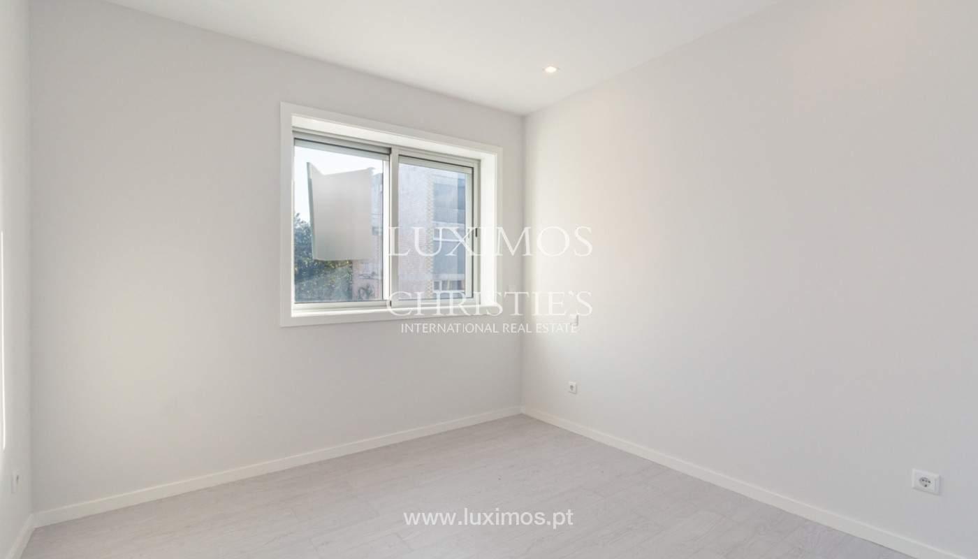 Apartamento remodelado com terraço, para venda, na Boavista_160204
