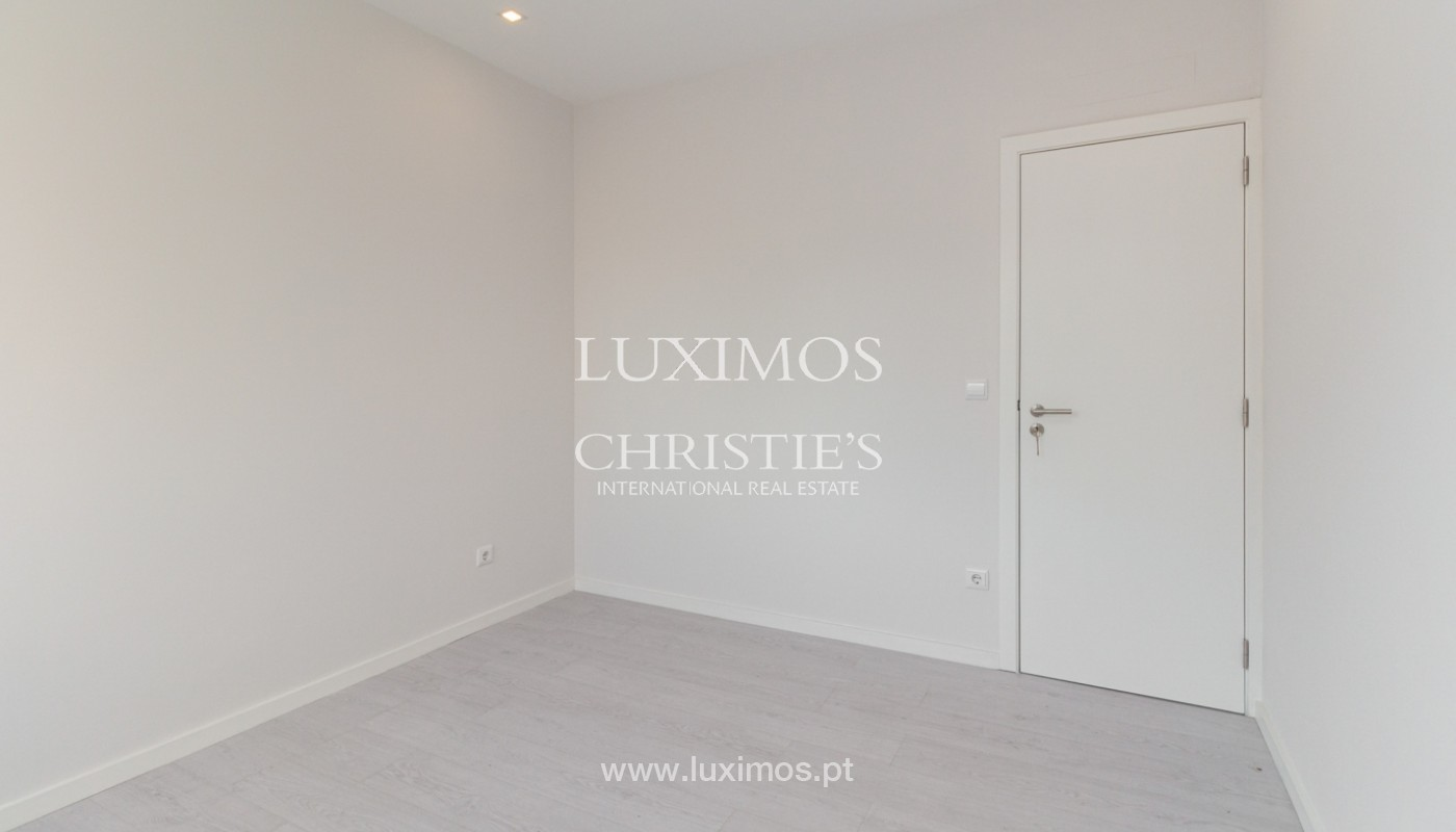 Apartamento remodelado com terraço, para venda, na Boavista_160208