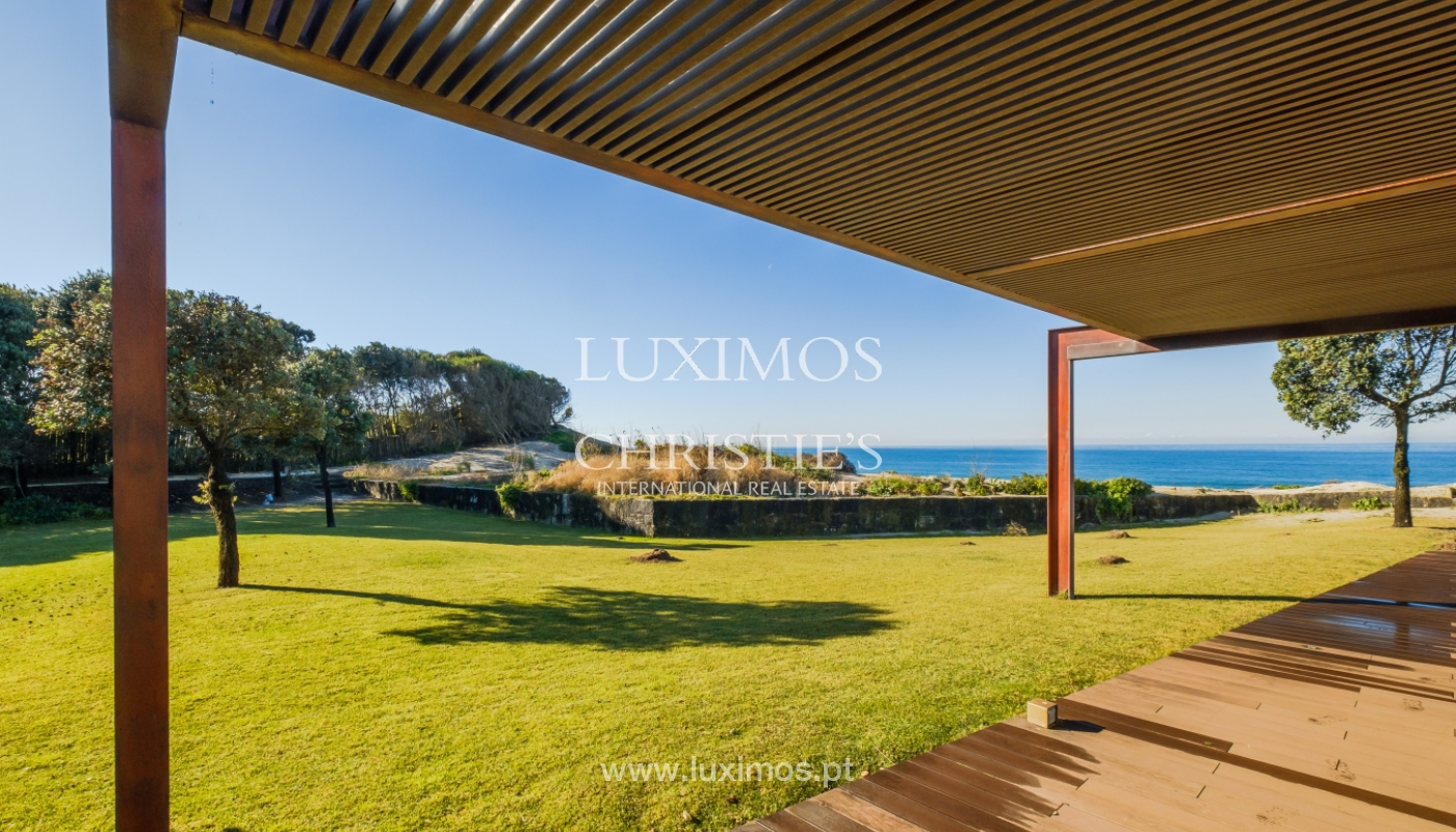 Sale of ground floor villa with garden on 1st line of sea, in Esposende, North of Portugal_160915