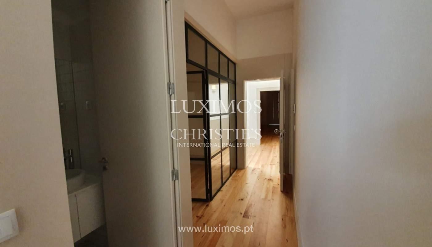 Apartamento com mezzanine e varanda, para venda, na Baixa do Porto_161516