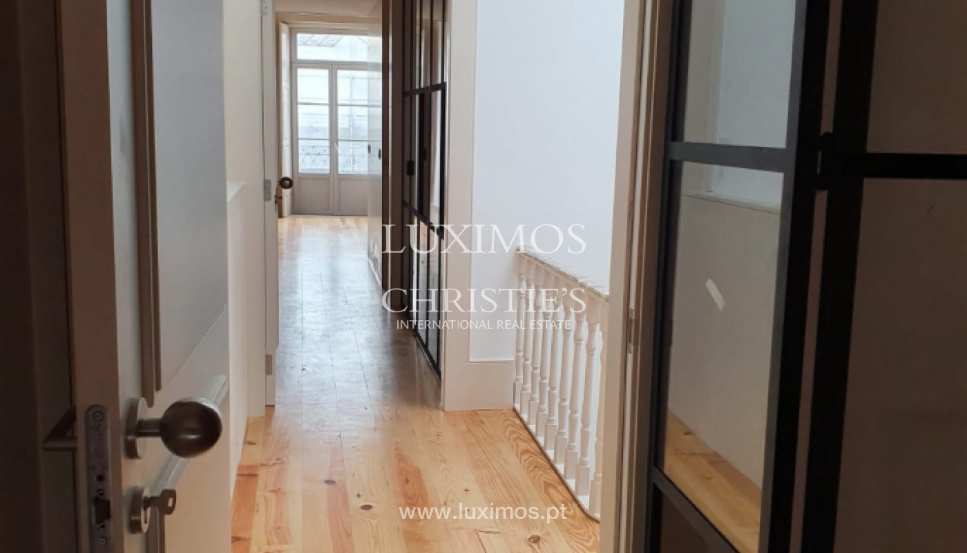 Apartamento com mezzanine e varanda, para venda, na Baixa do Porto_161520