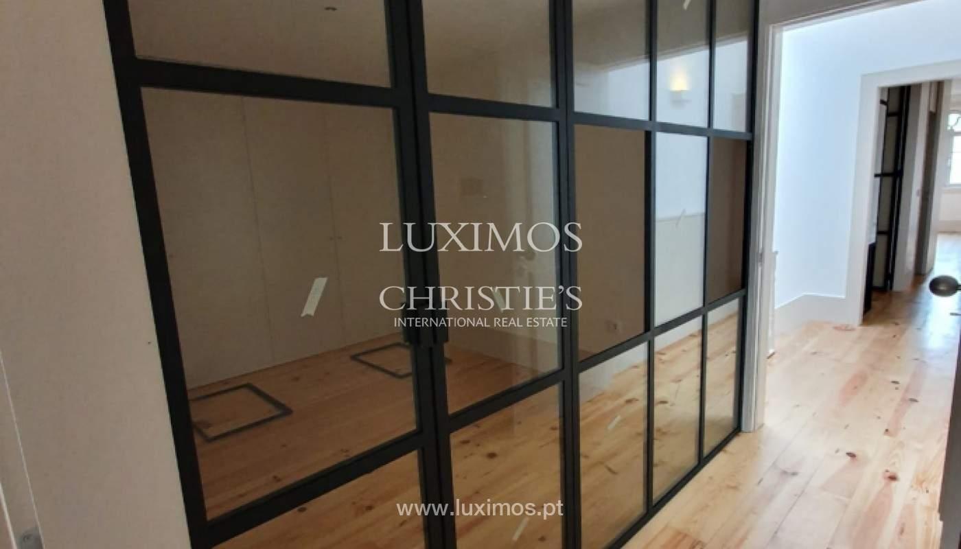 Apartamento com mezzanine e varanda, para venda, na Baixa do Porto_161521