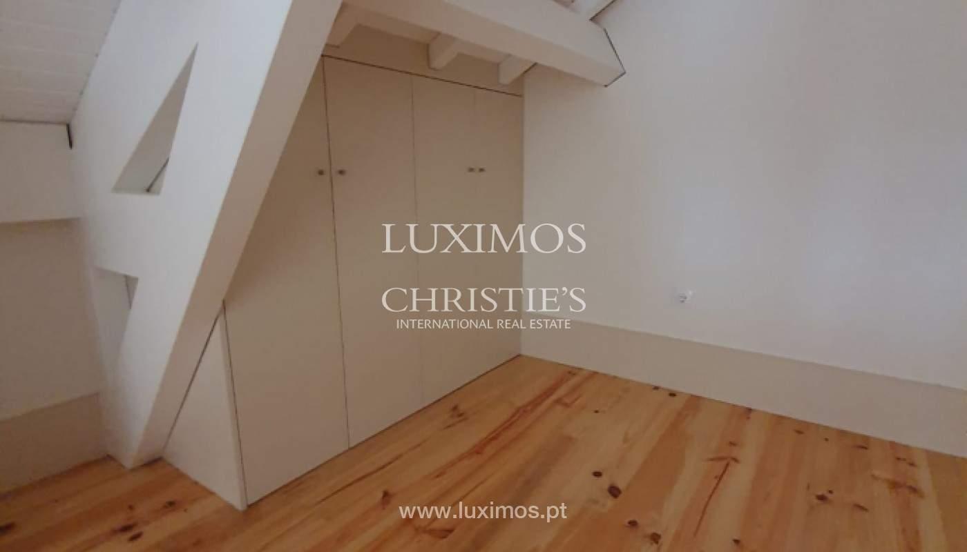 Apartamento com mezzanine e varanda, para venda, na Baixa do Porto_161525
