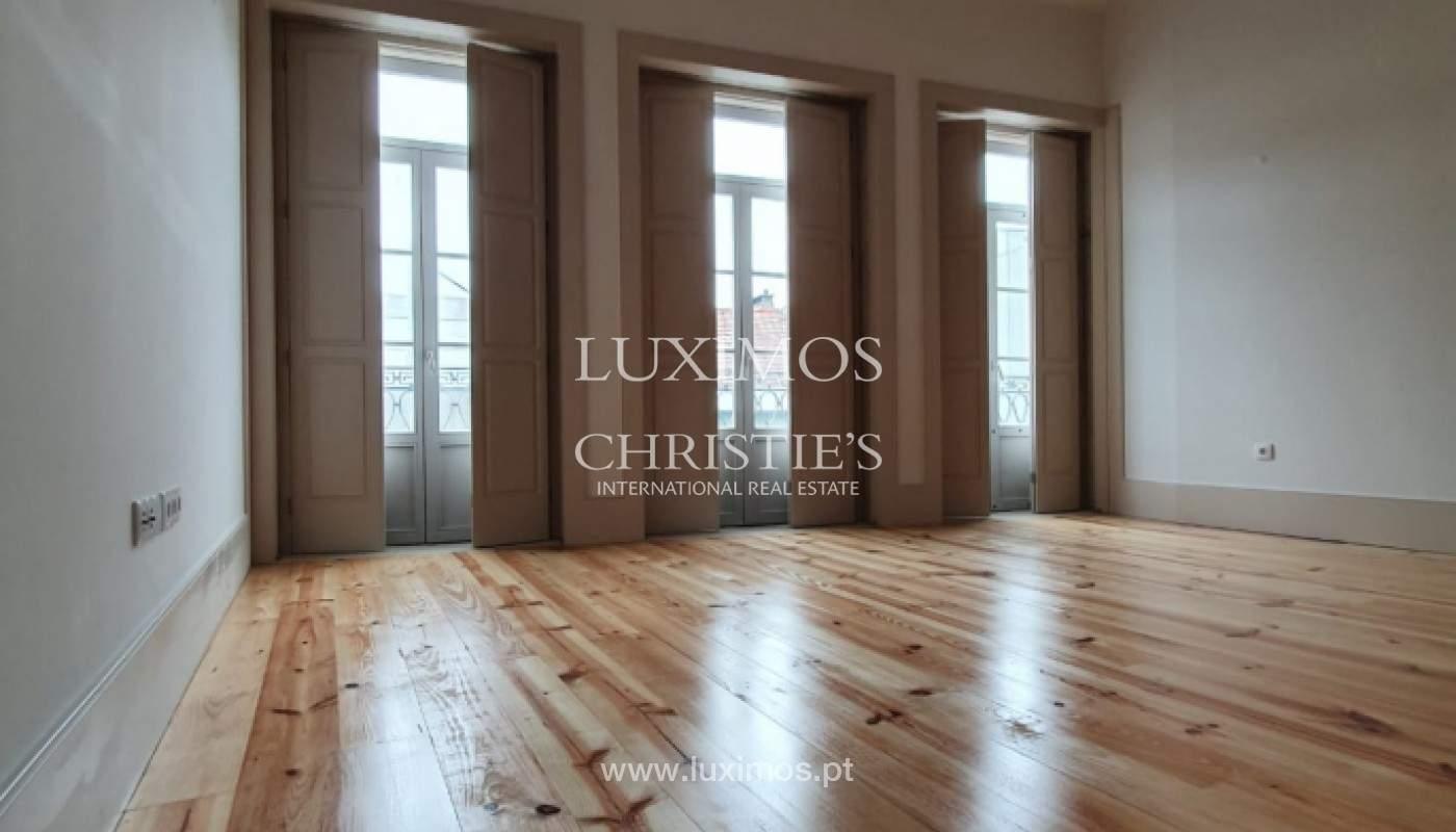 Apartamento com mezzanine e varanda, para venda, na Baixa do Porto_161529