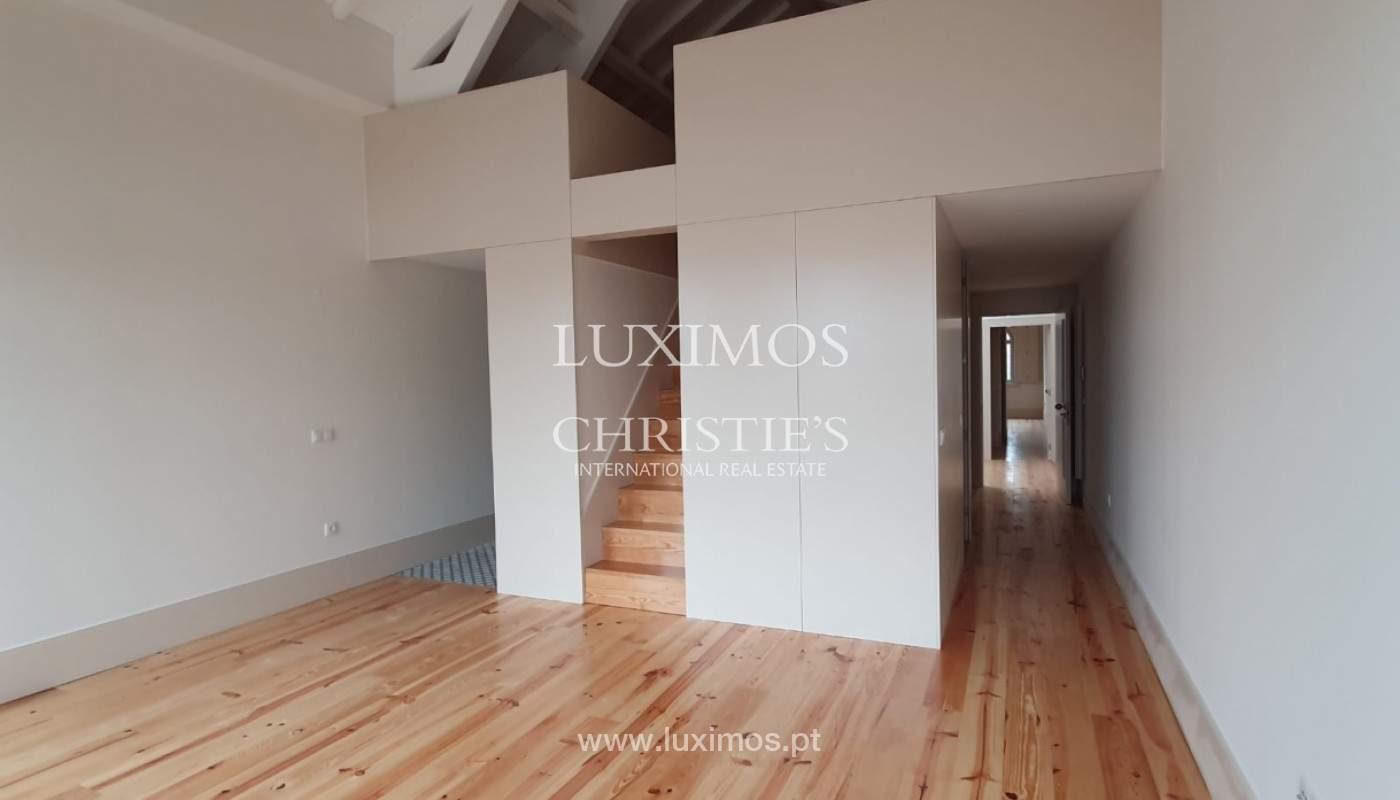 Apartamento com mezzanine e varanda, para venda, na Baixa do Porto_161532