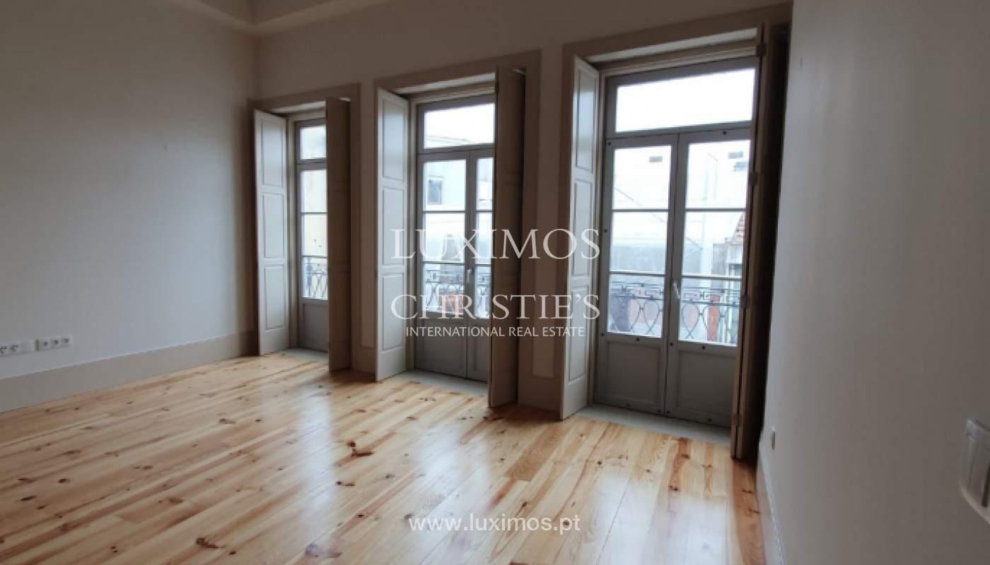 Apartamento com mezzanine e varanda, para venda, na Baixa do Porto_161533