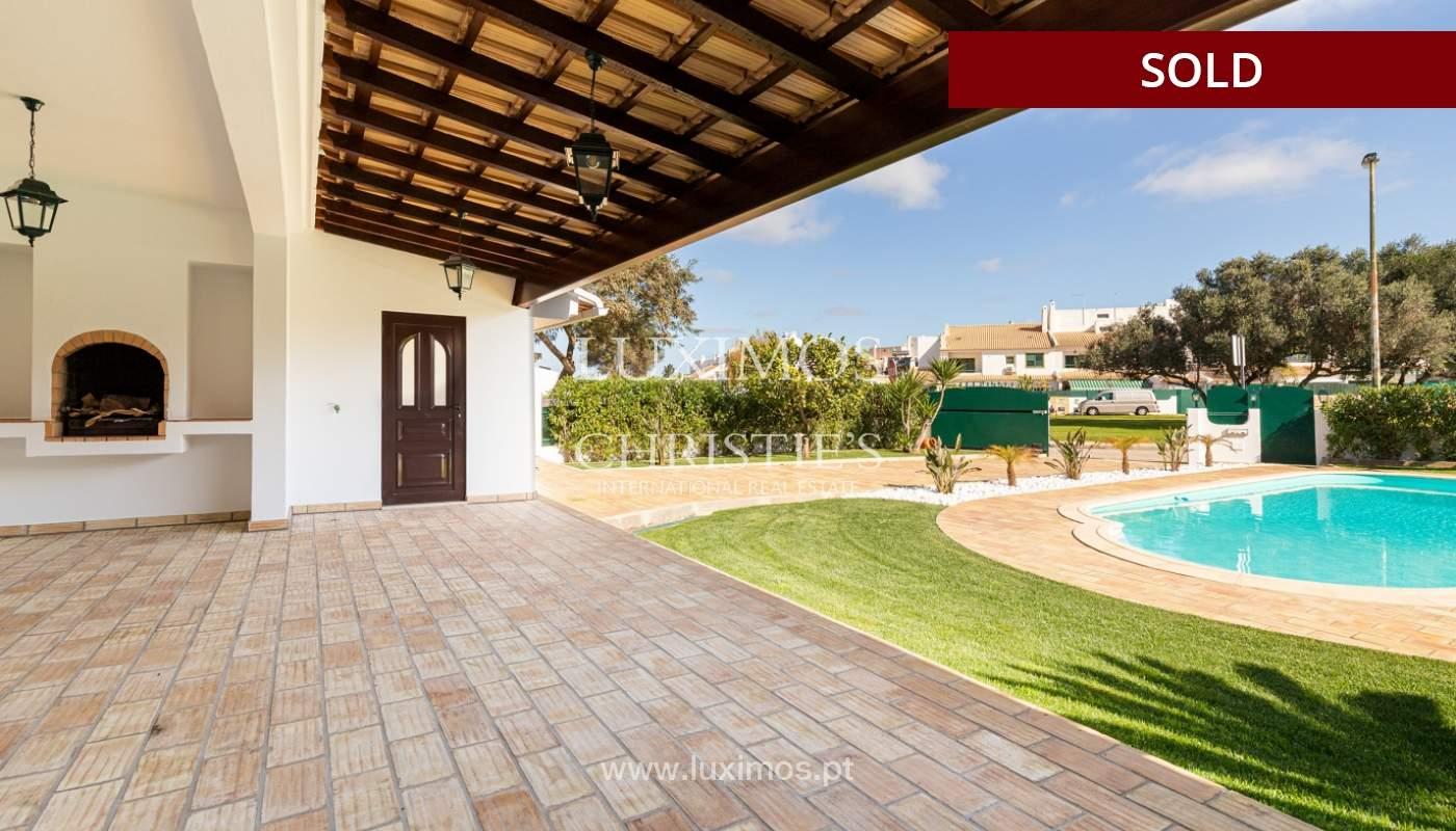 Villa de 4 dormitorios, renovada con piscina, Albufeira _162573