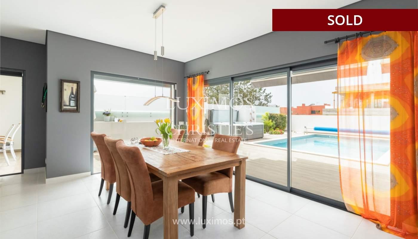 Moderna moradia V3, com piscina & jacuzzi, Quarteira, Algarve_166055