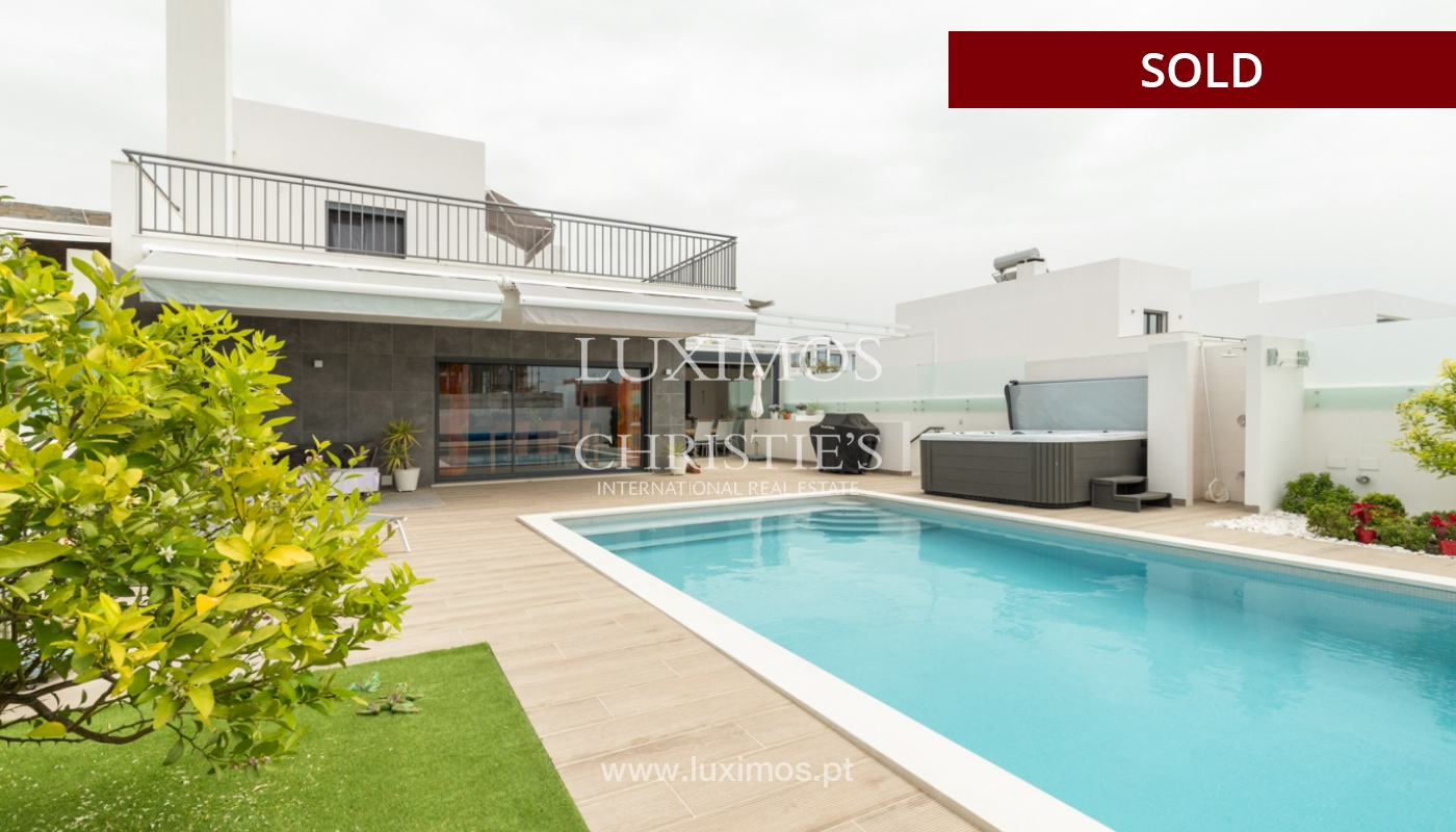 Modern 3 bedroom villa with swimming pool & jacuzzi, Quarteira, Algarve_166081
