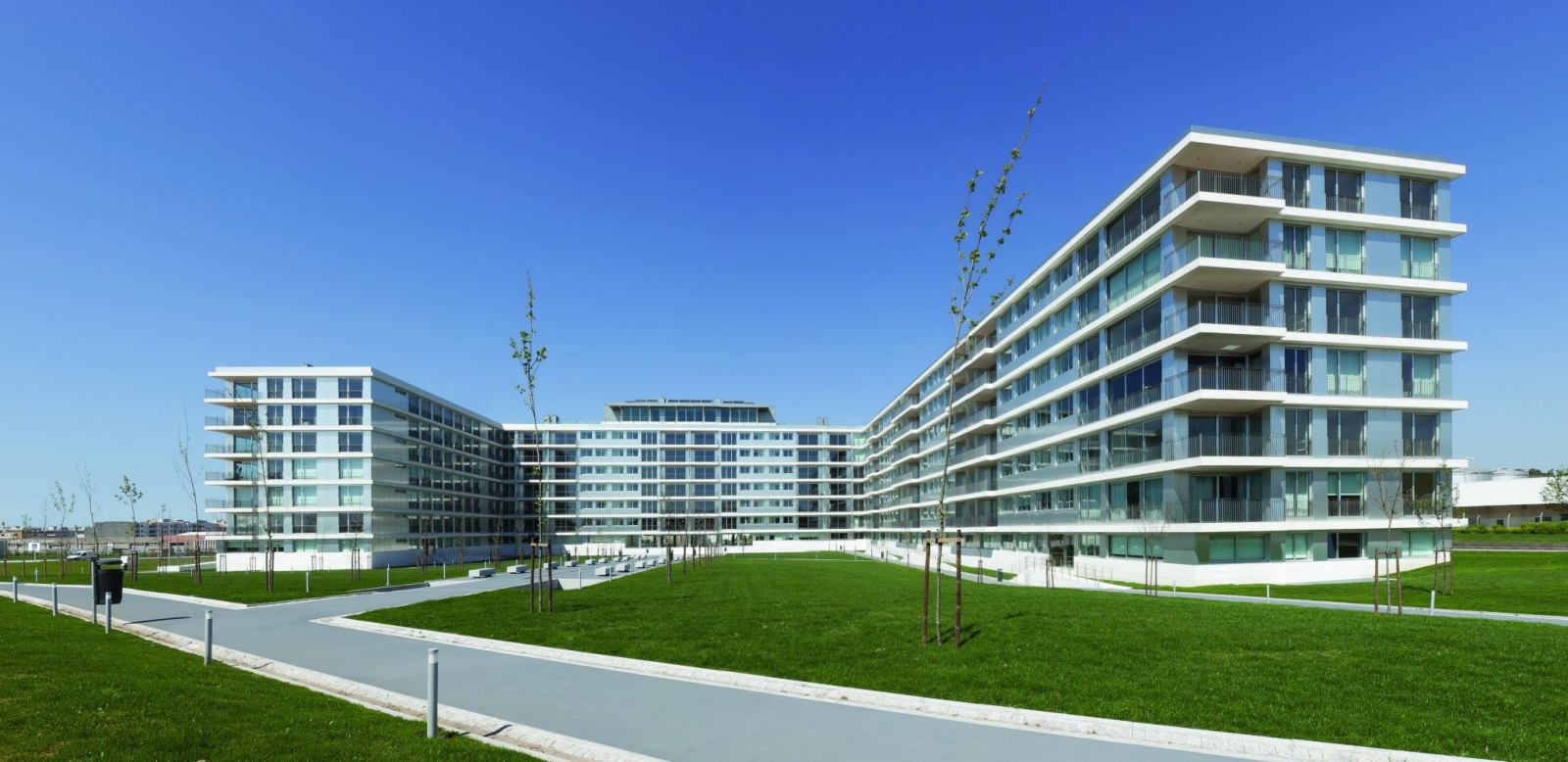 new-and-modern-apartment-with-balcony-in-matosinhos-porto-portugal
