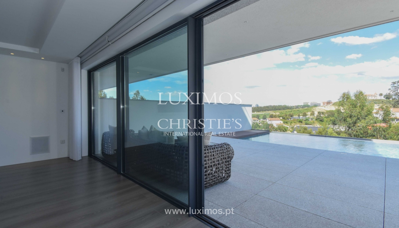 Villa with river and sea views, for sale, in V. N. Gaia, Portugal_170914