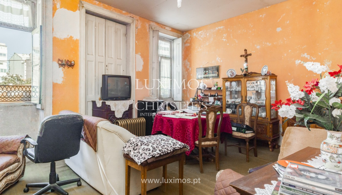 House for rehabilitation, for sale, in the Centre of Porto, Portugal_171205