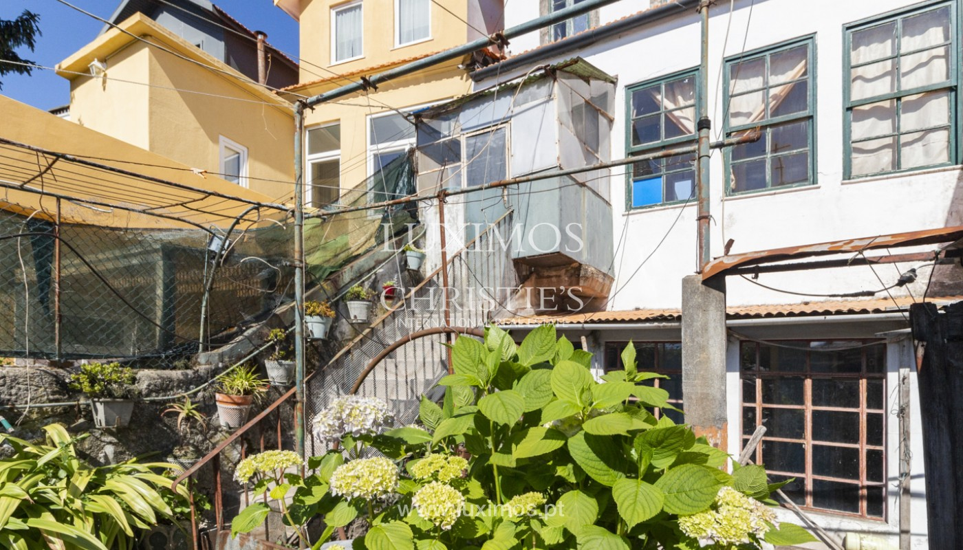 House for rehabilitation, for sale, in the Centre of Porto, Portugal_171215
