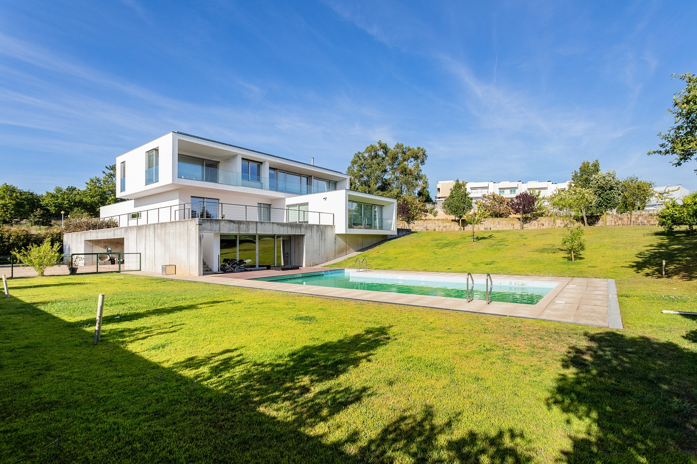 luxury-villa-with-garden-and-pool-for-sale-in-maia-portugal