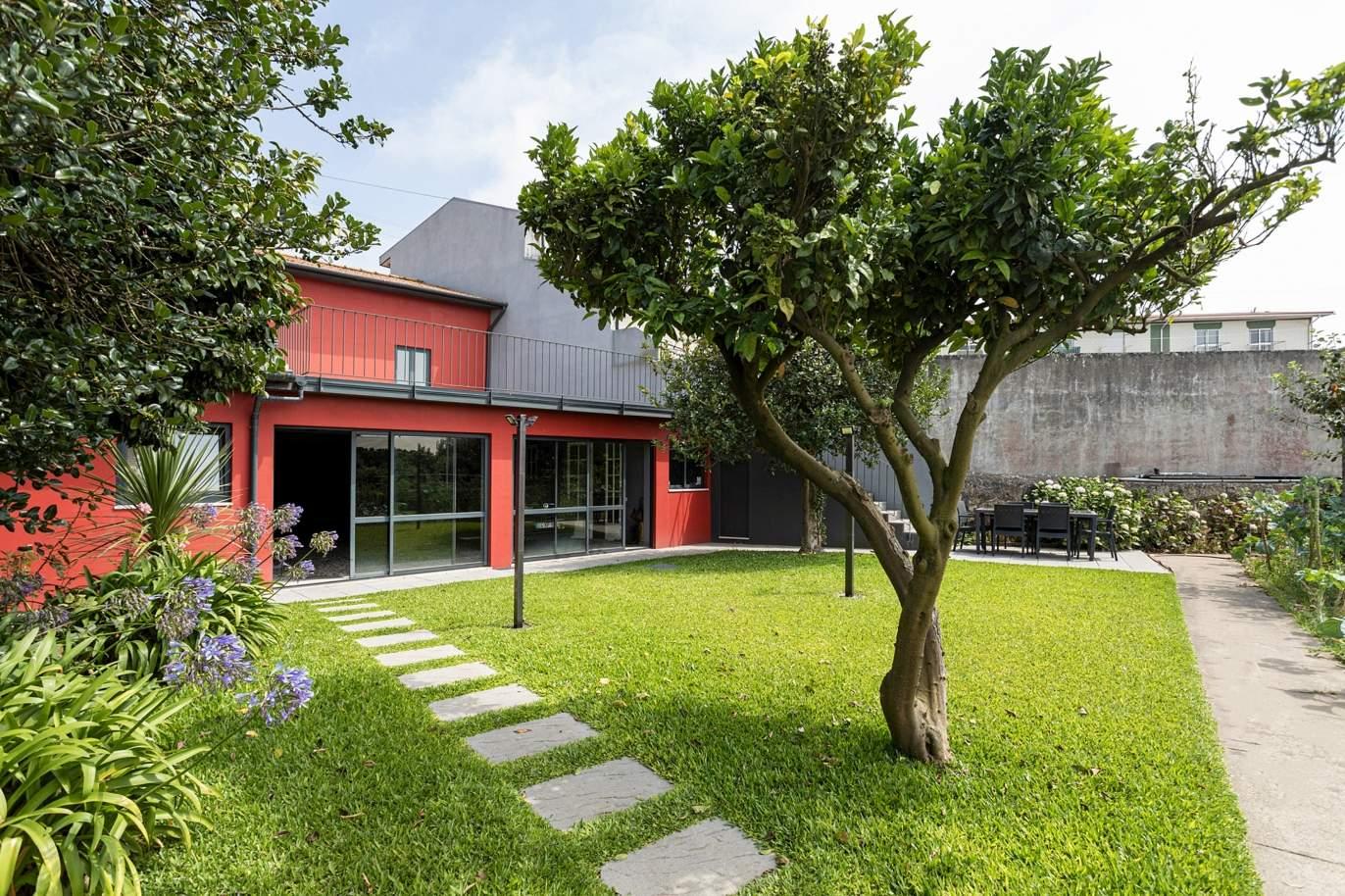 renovated-villa-with-garden-for-sale-close-to-the-beach-in-lavra-porto-portugal