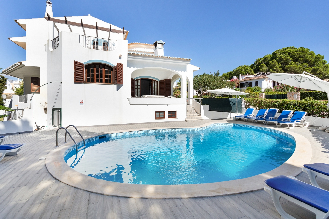 4-bedroom-villa-with-swimming-pool-next-to-the-golf-vilamoura-algarve