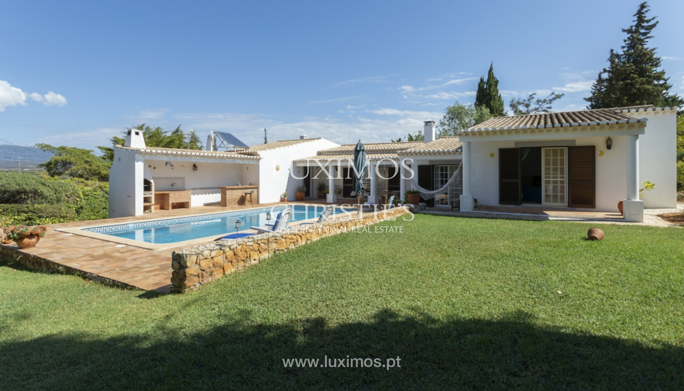 Venda de moradia com piscina e jardim em Alvor, Algarve_179714