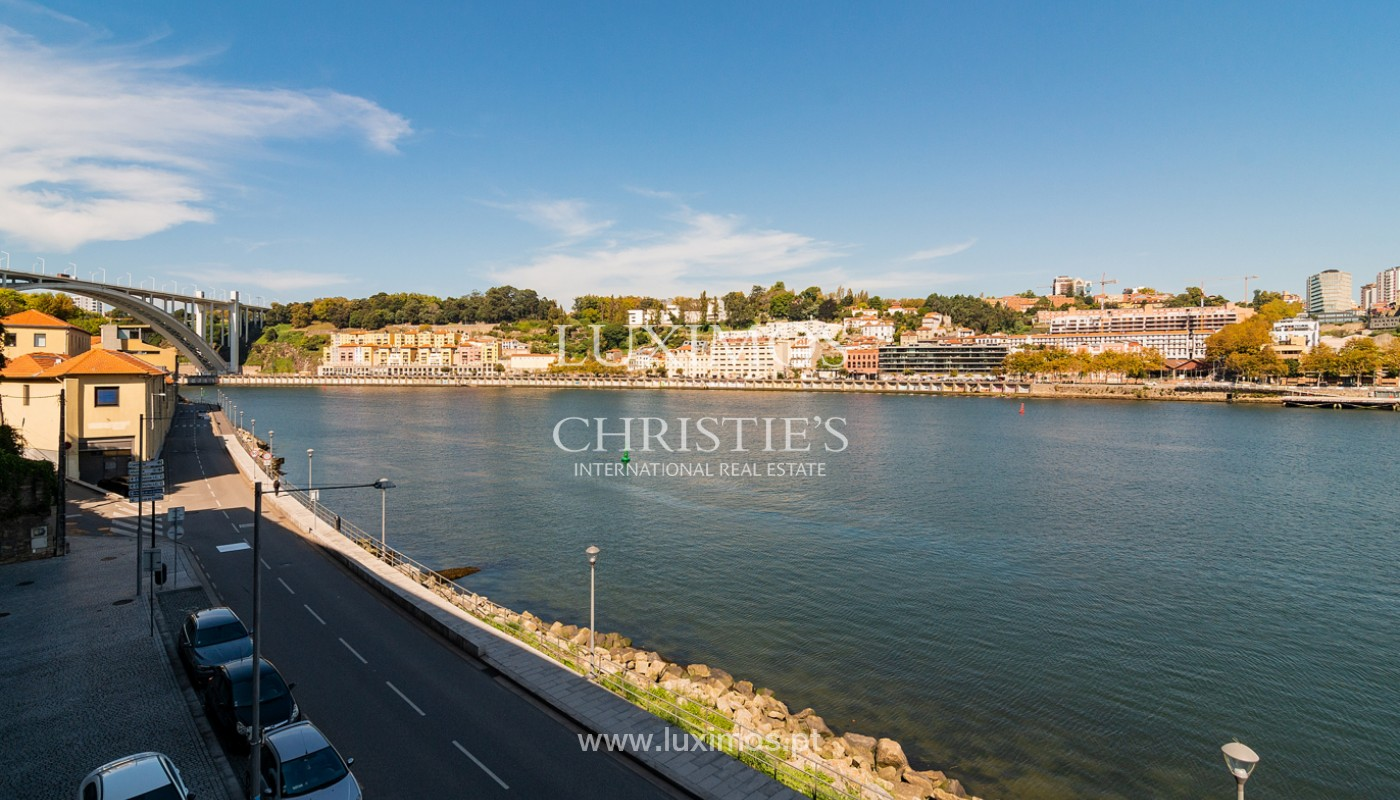 Sale of luxury apartment with river views, V. N. Gaia, Porto, Portugal_180202