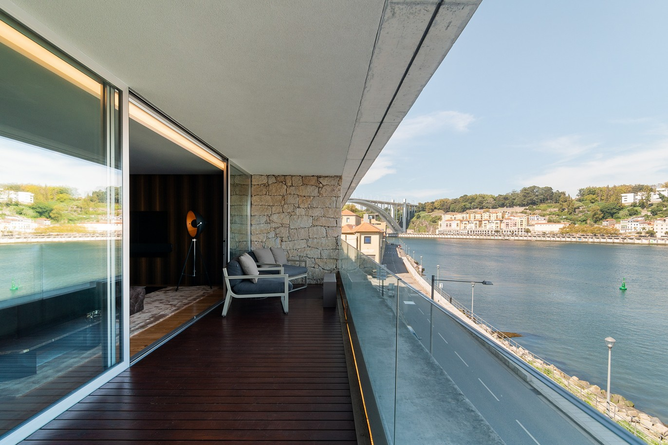 sale-of-luxury-apartment-with-river-views-v-n-gaia-porto-portugal