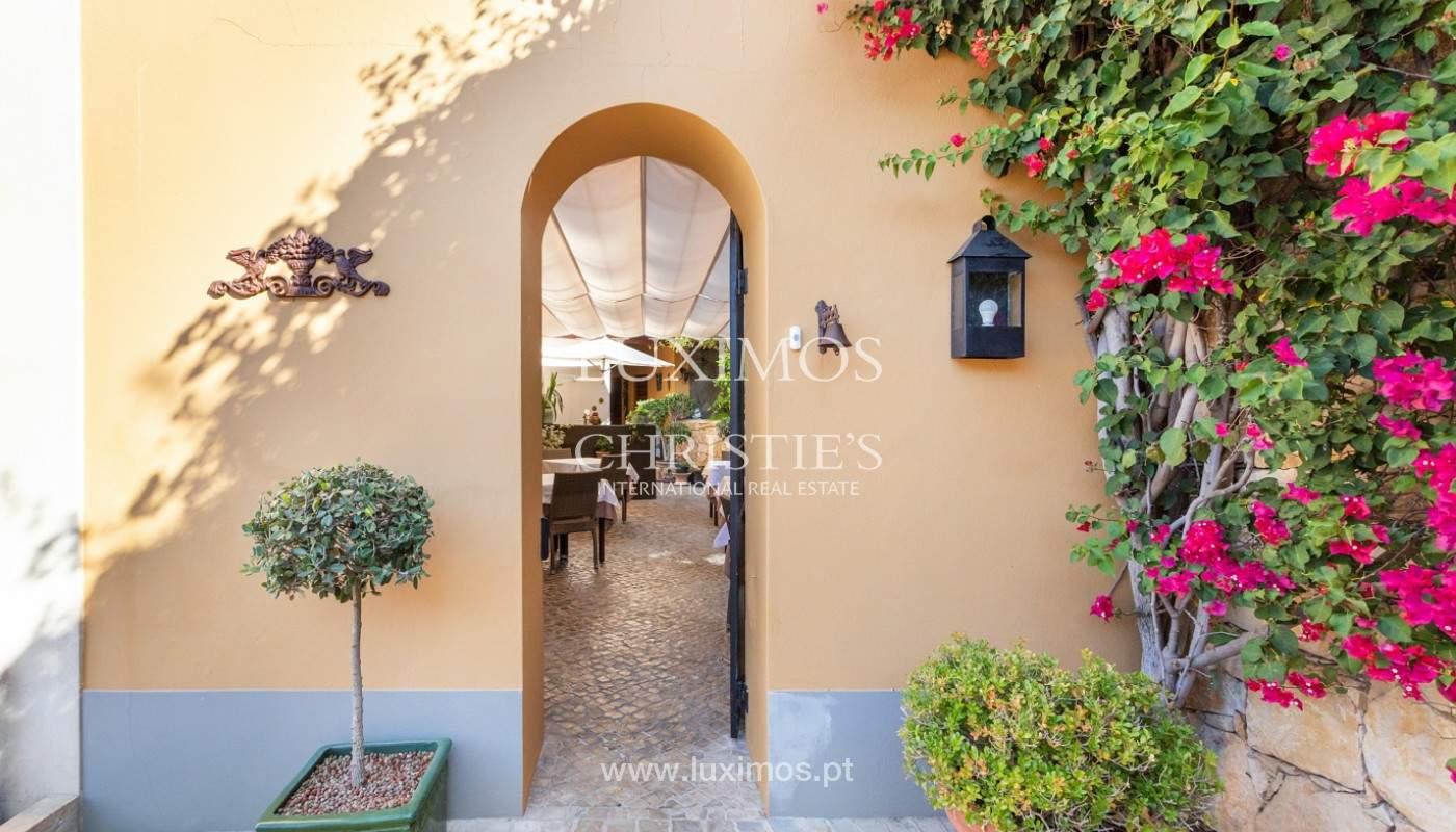 Fantastische Villa mit Garten und Pool und Gebäude für gewerbliche Tätigkeit, Algarve_180317