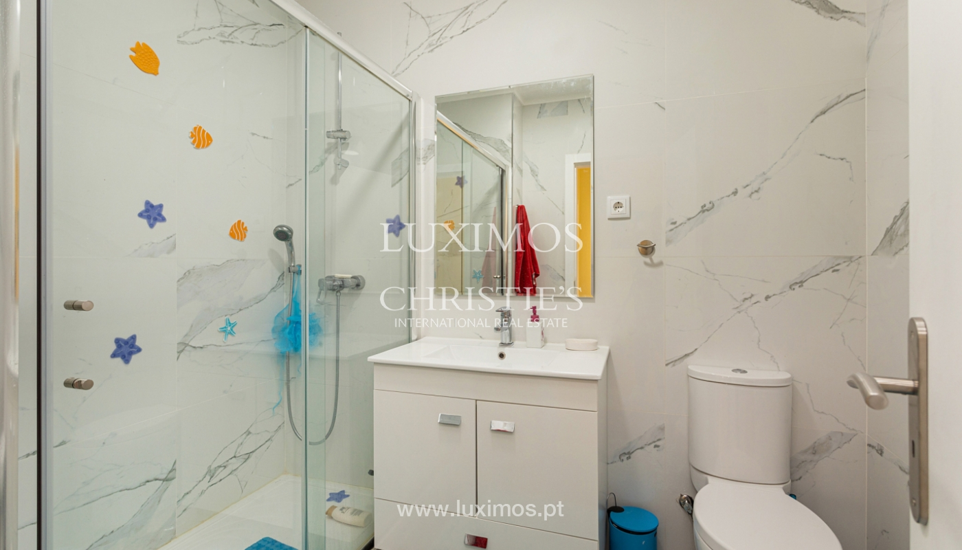 4 bedroom apartment on the 1st line of Armação de Pêra Beach, Algarve_180399