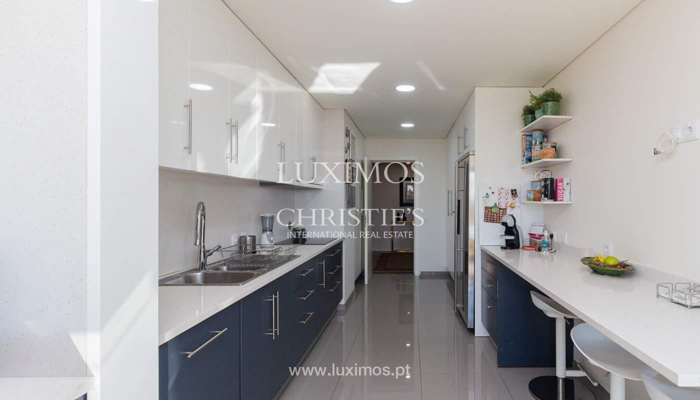 Apartamento renovado com varanda, para venda, na Foz do Douro_180495