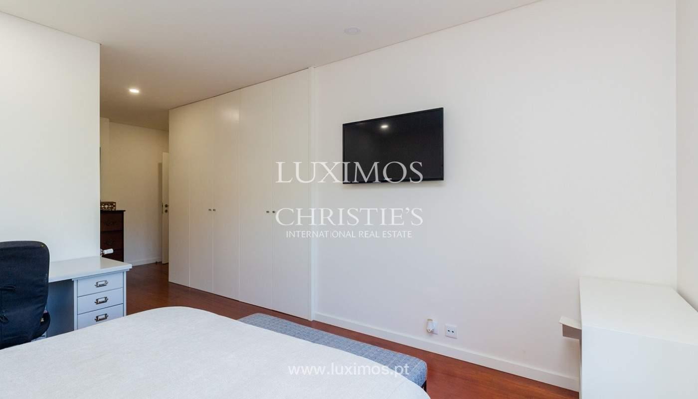 Apartamento renovado com varanda, para venda, na Foz do Douro_180496