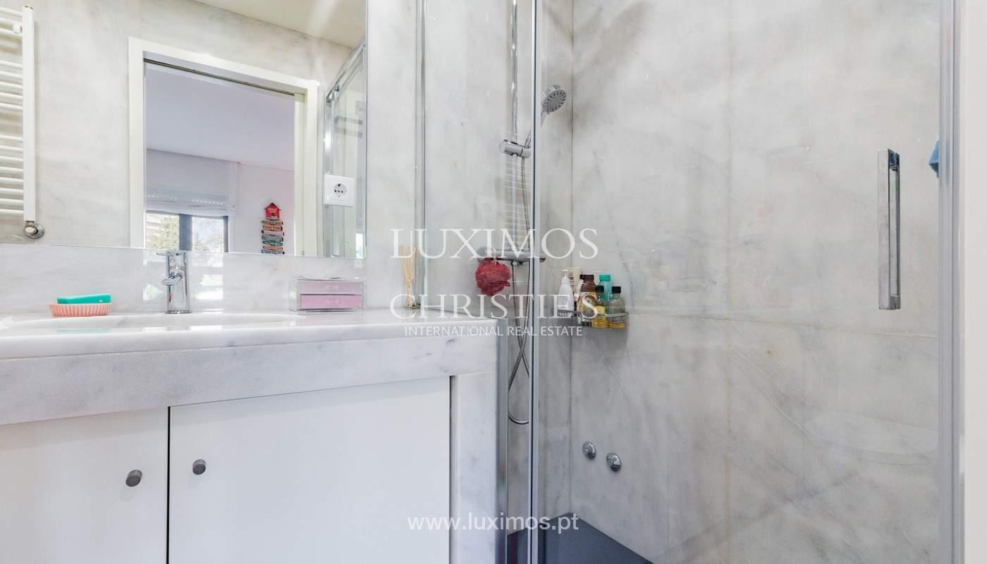 Apartamento renovado com varanda, para venda, na Foz do Douro_180503