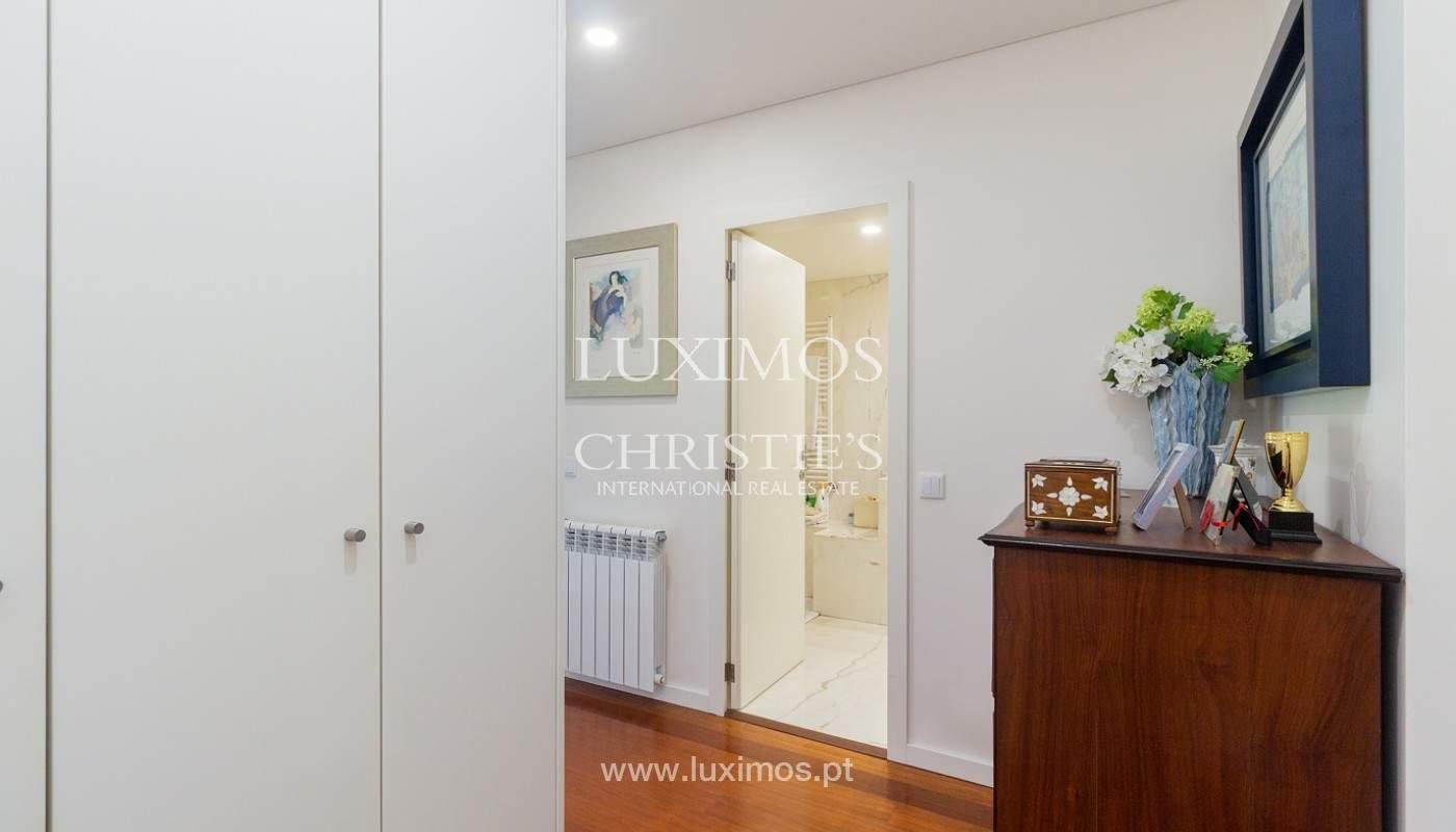 Apartamento renovado com varanda, para venda, na Foz do Douro_180505