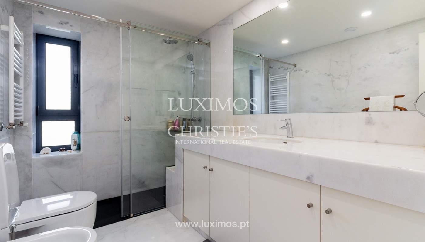 Apartamento renovado com varanda, para venda, na Foz do Douro_180508
