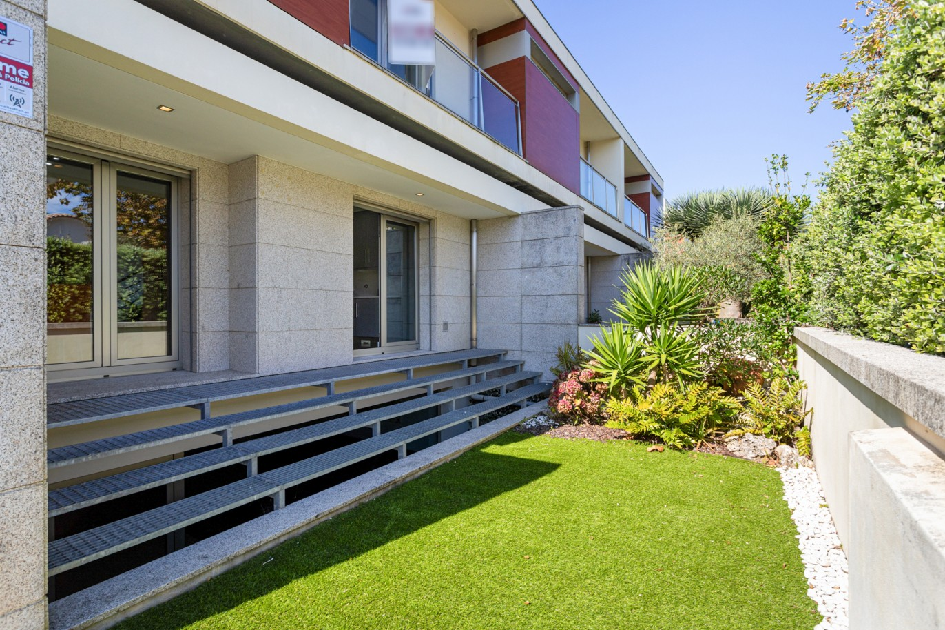 villa-with-garden-and-sea-views-for-sale-in-granja-portugal