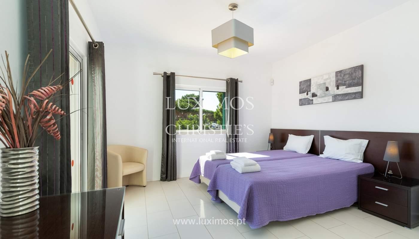 Villa de 4 dormitorios, con piscina y jardín, Albufeira, Algarve_180568