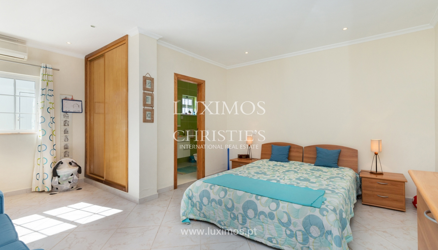 Villa de 4 dormitorios, con piscina y jardín, Albufeira, Algarve_180570
