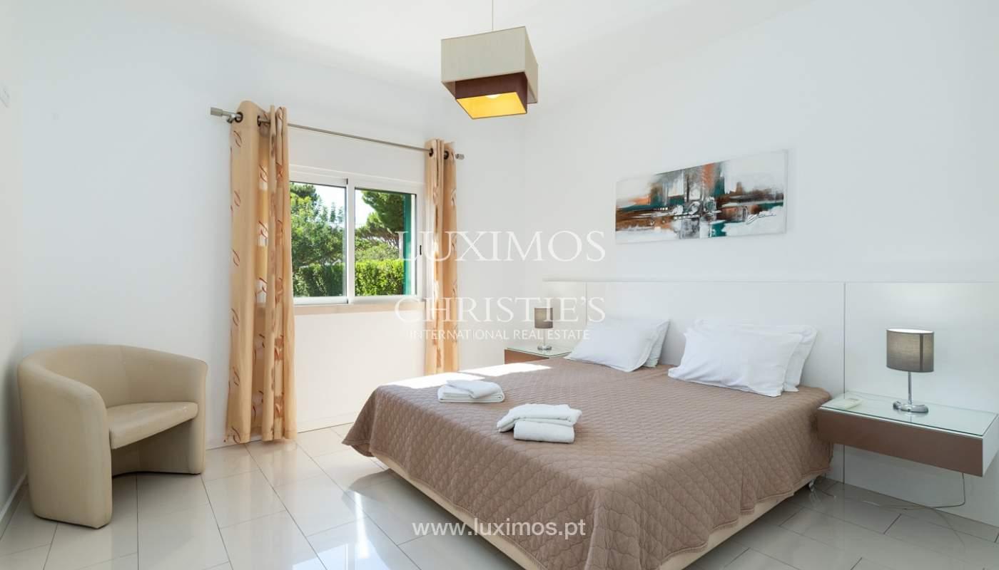 Villa de 4 dormitorios, con piscina y jardín, Albufeira, Algarve_180571