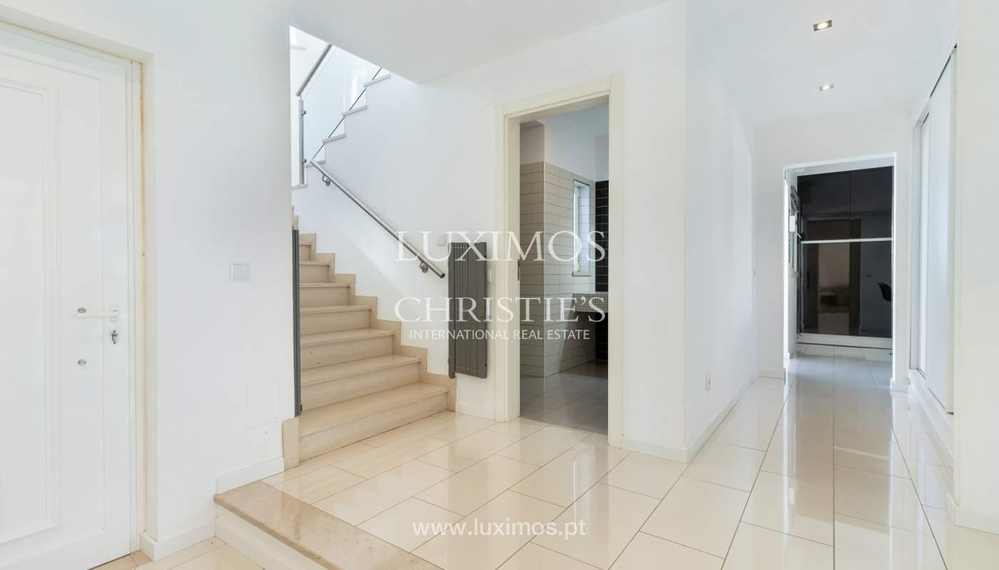 Villa de 4 dormitorios, con piscina y jardín, Albufeira, Algarve_180579