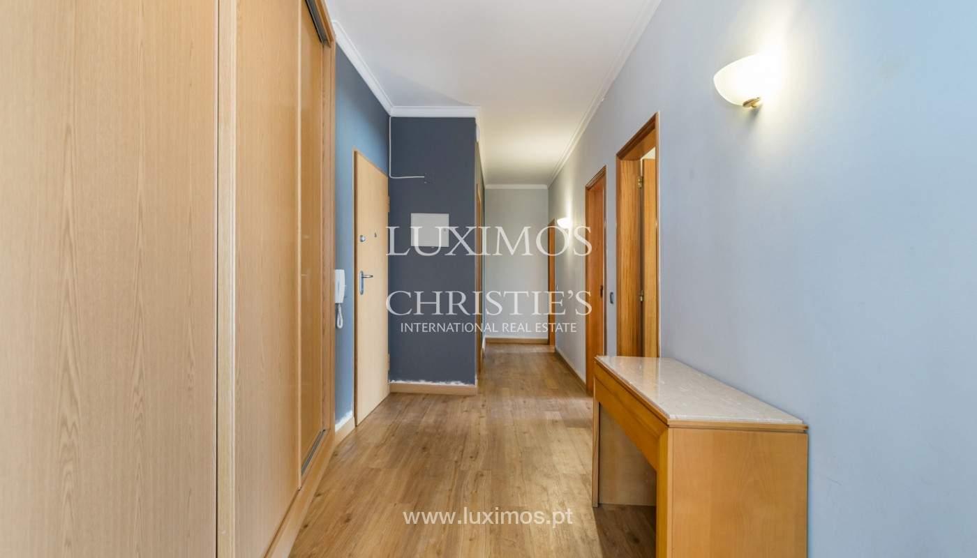 Amplio piso con 3 dormitorios & con vista al mar, condominio privado, Portimão_180912