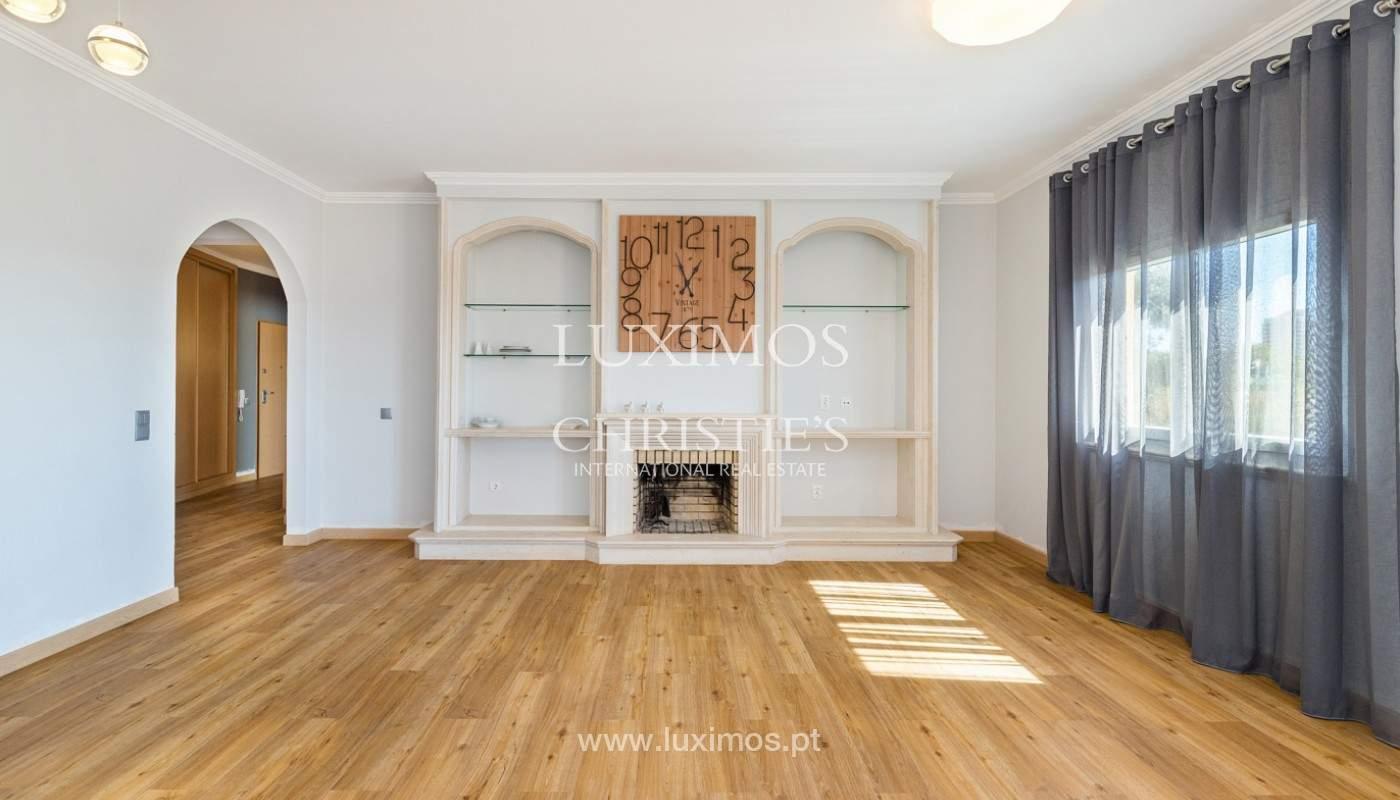 Amplio piso con 3 dormitorios & con vista al mar, condominio privado, Portimão_180913