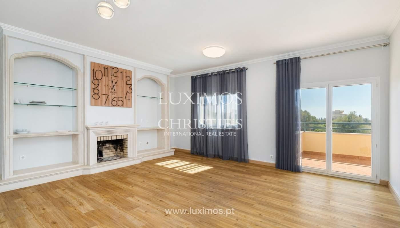 Amplio piso con 3 dormitorios & con vista al mar, condominio privado, Portimão_180915