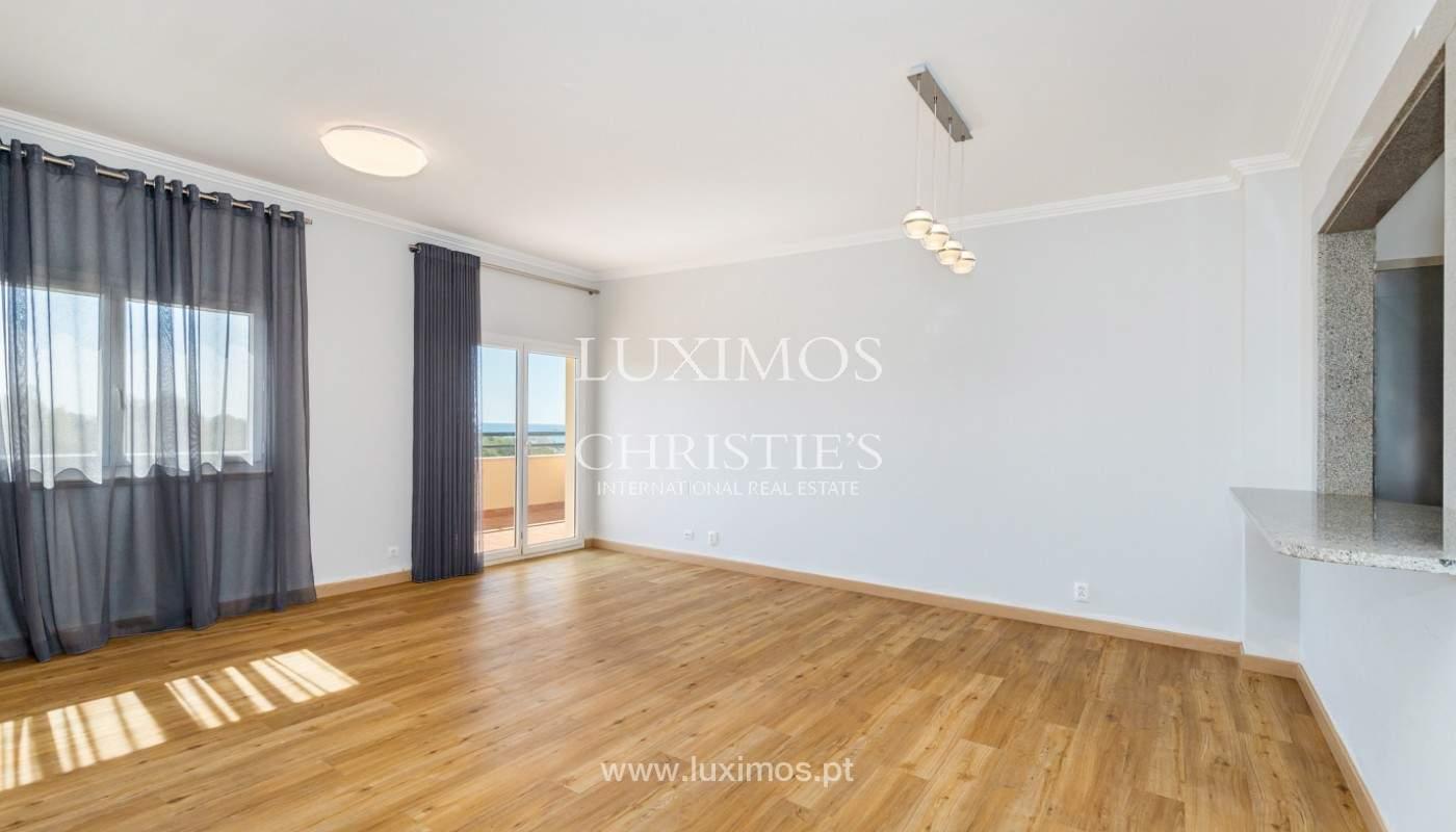 Amplio piso con 3 dormitorios & con vista al mar, condominio privado, Portimão_180916