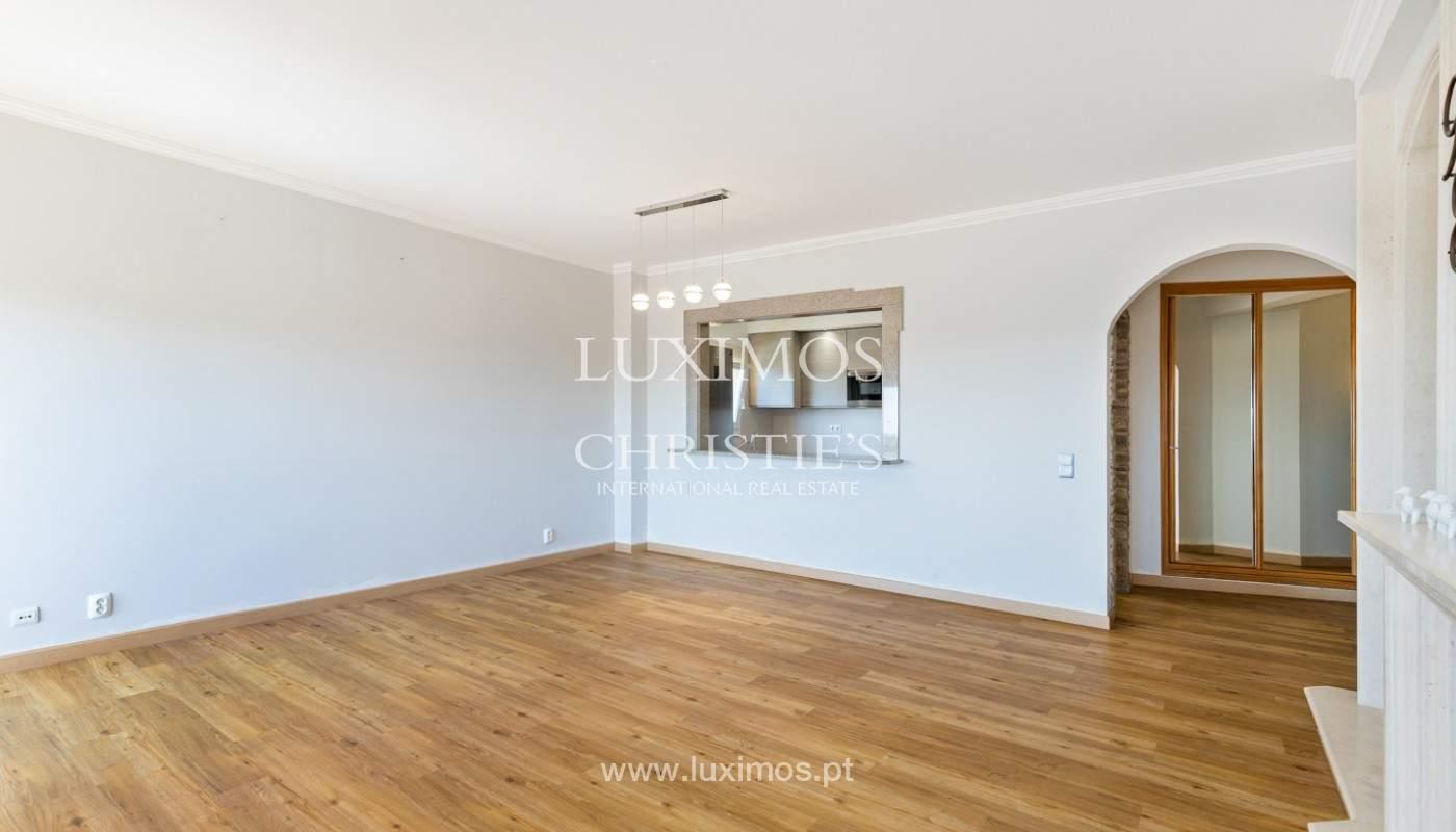 Amplio piso con 3 dormitorios & con vista al mar, condominio privado, Portimão_180917