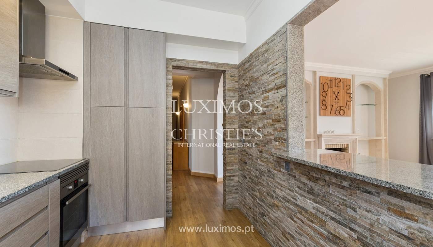 Amplio piso con 3 dormitorios & con vista al mar, condominio privado, Portimão_180919