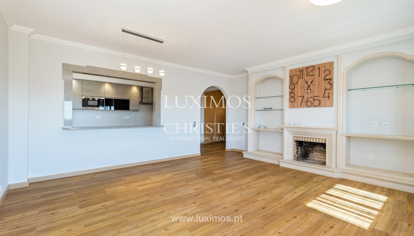 Amplio piso con 3 dormitorios & con vista al mar, condominio privado, Portimão_180920