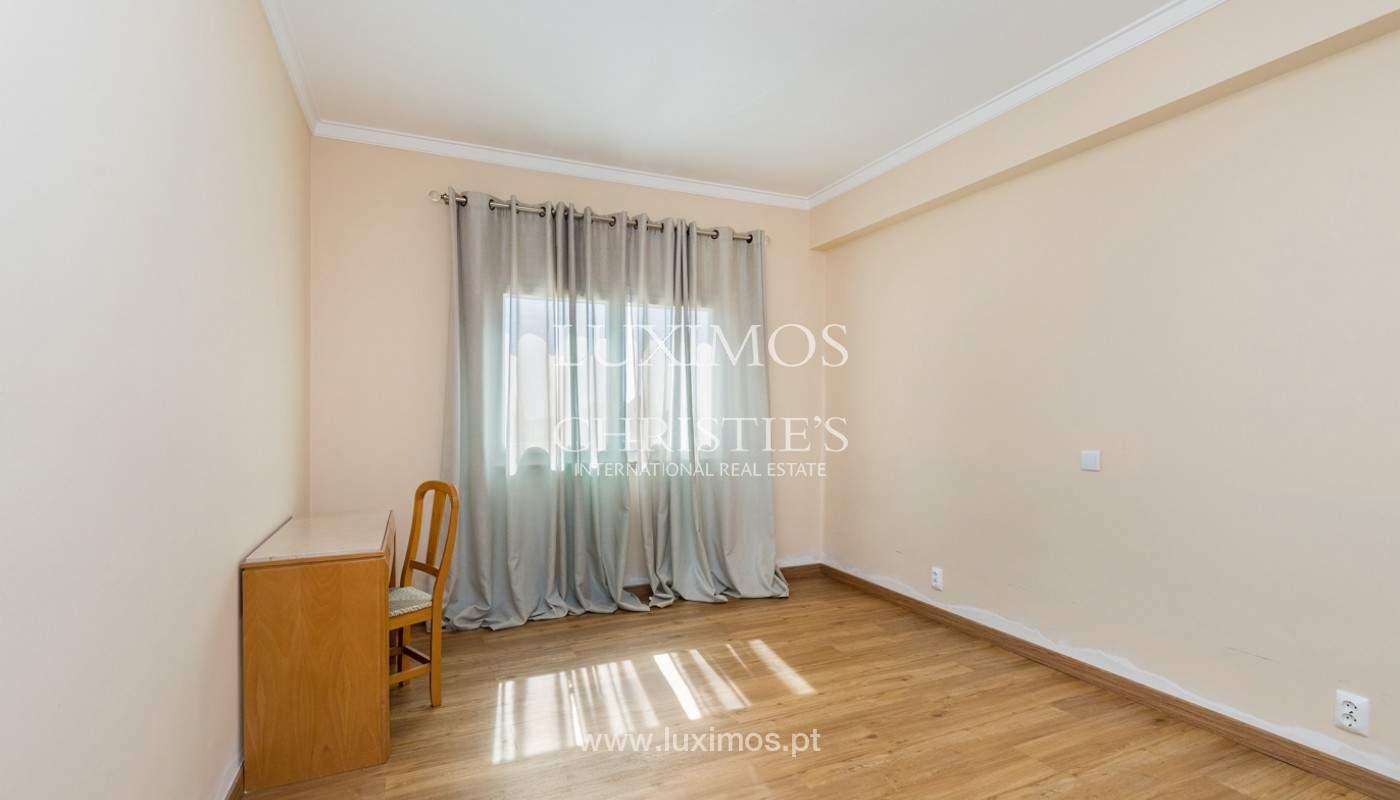 Amplio piso con 3 dormitorios & con vista al mar, condominio privado, Portimão_180922