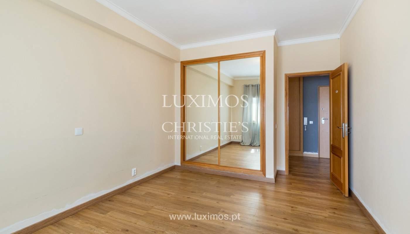 Amplio piso con 3 dormitorios & con vista al mar, condominio privado, Portimão_180924