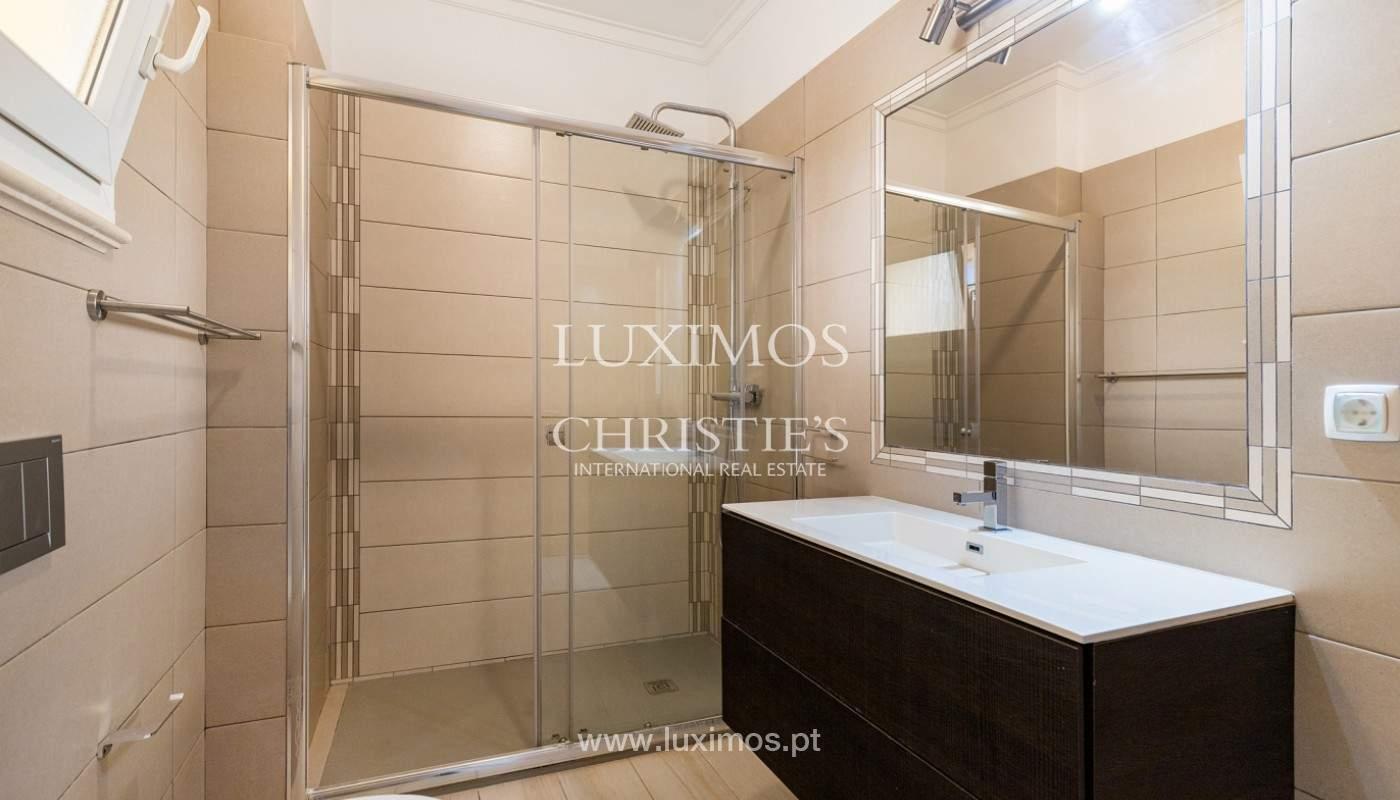 Amplio piso con 3 dormitorios & con vista al mar, condominio privado, Portimão_180927