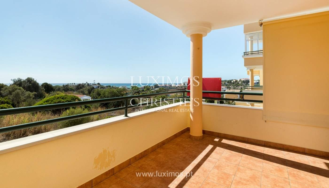 Amplio piso con 3 dormitorios & con vista al mar, condominio privado, Portimão_180928