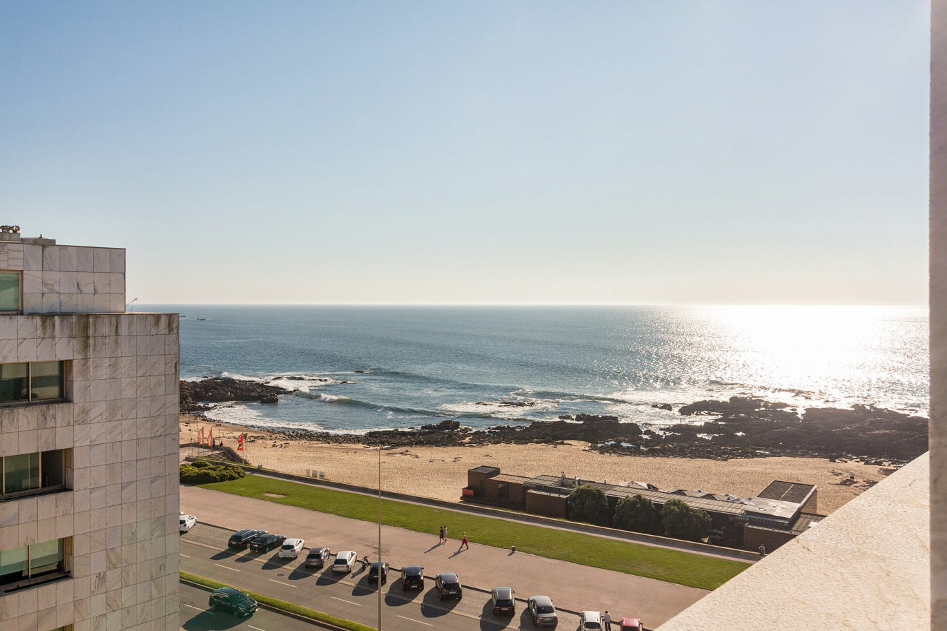 penthouse-for-sale-in-front-of-the-sea-in-leca-da-palmeira-portugal