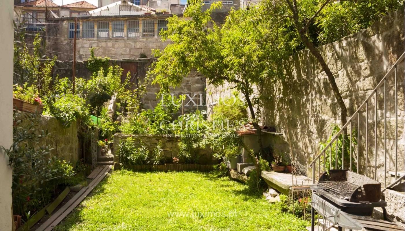 Refurbished house with garden, for sale, in the center of Porto, Portugal_21463