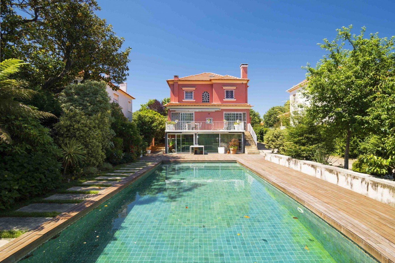 luxury-villa-with-garden-and-swimming-pool-porto-portugal